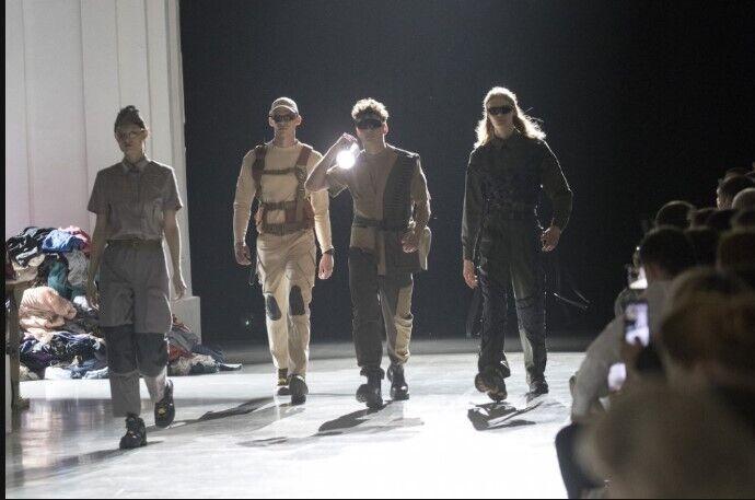 Дизайнеры представили в Киеве свое видение одежды коммунальщиков.