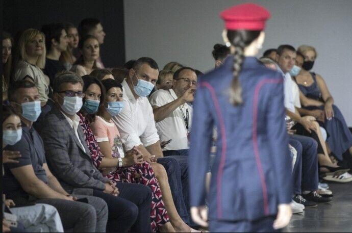 Некоторые из привлеченных дизайнеров уже создавали коллекции в стиле рабочей одежды.