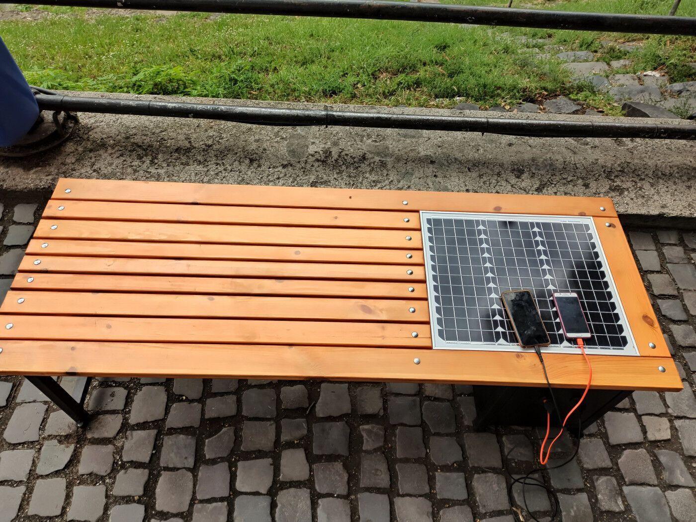 Лавочка на солнечных батареях