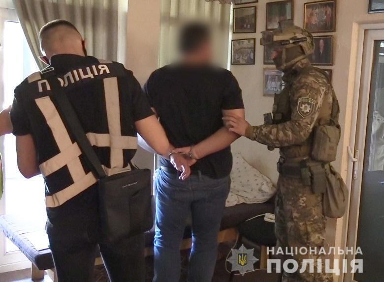 """Чоловіки приїхали на зустріч із """"домовленою"""" сумою у 350 тисяч грн"""