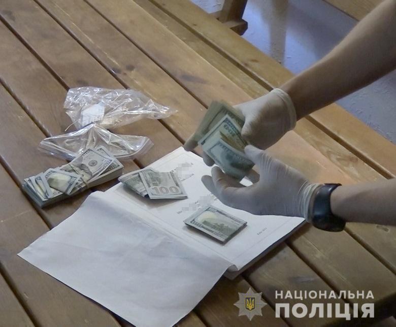 Гроші зловмисники пропонували за кришування злочинної діяльності