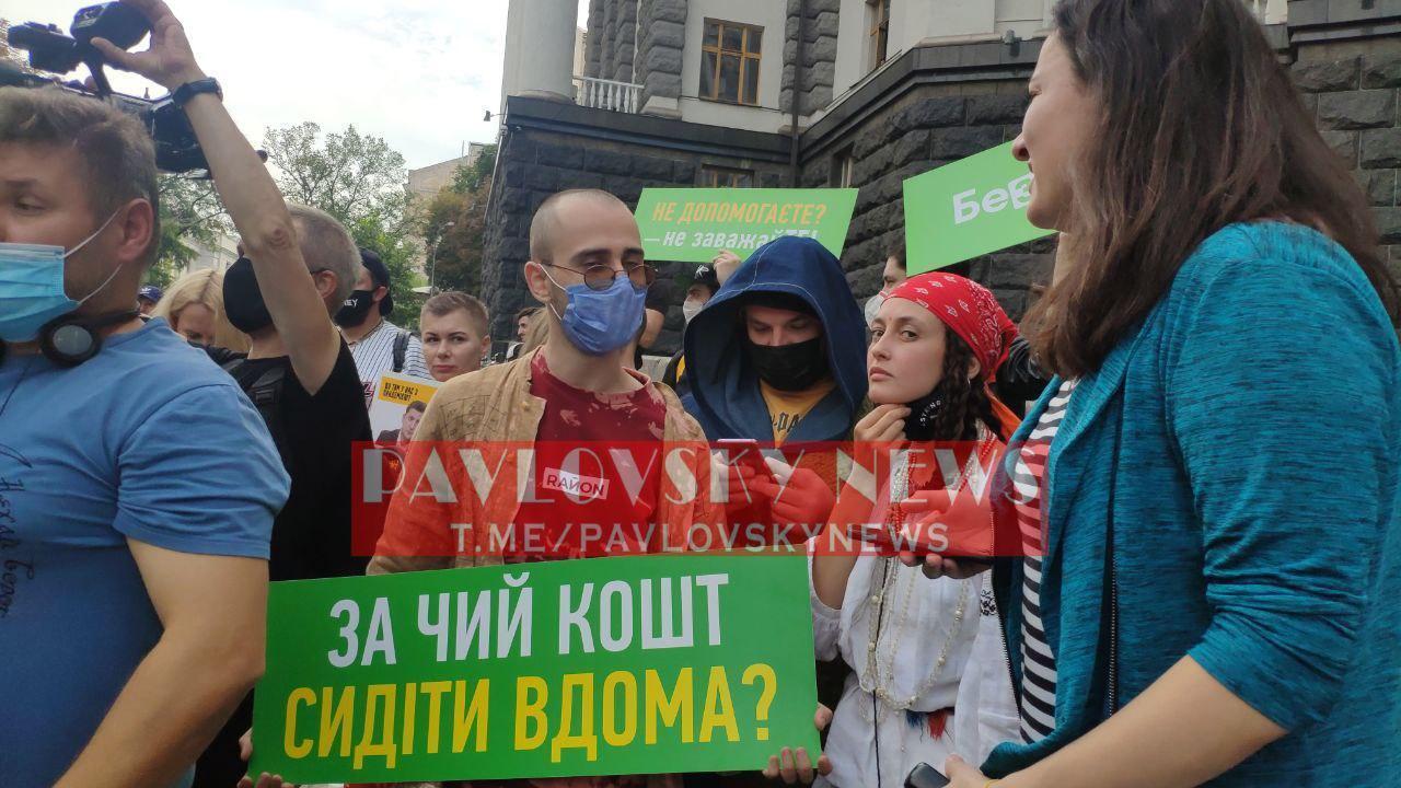 Алина Паш на митинге.