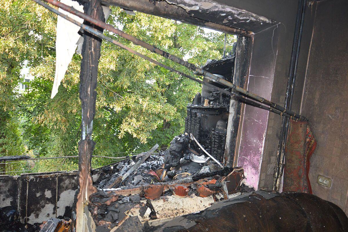 Пожежа знищила балкони на четвертому та п'ятому поверхах.