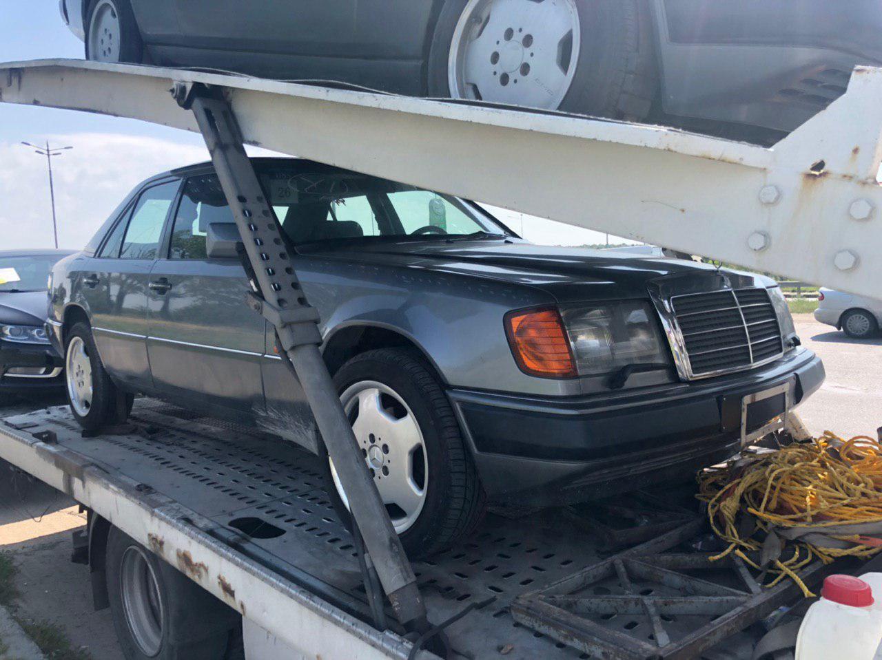 Автовоз с Mercedes, приехавшими из Японии.