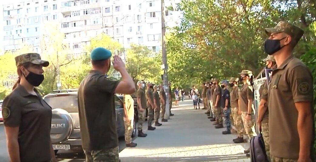 Військовослужбовці віддали честь сину загиблого морпіха.