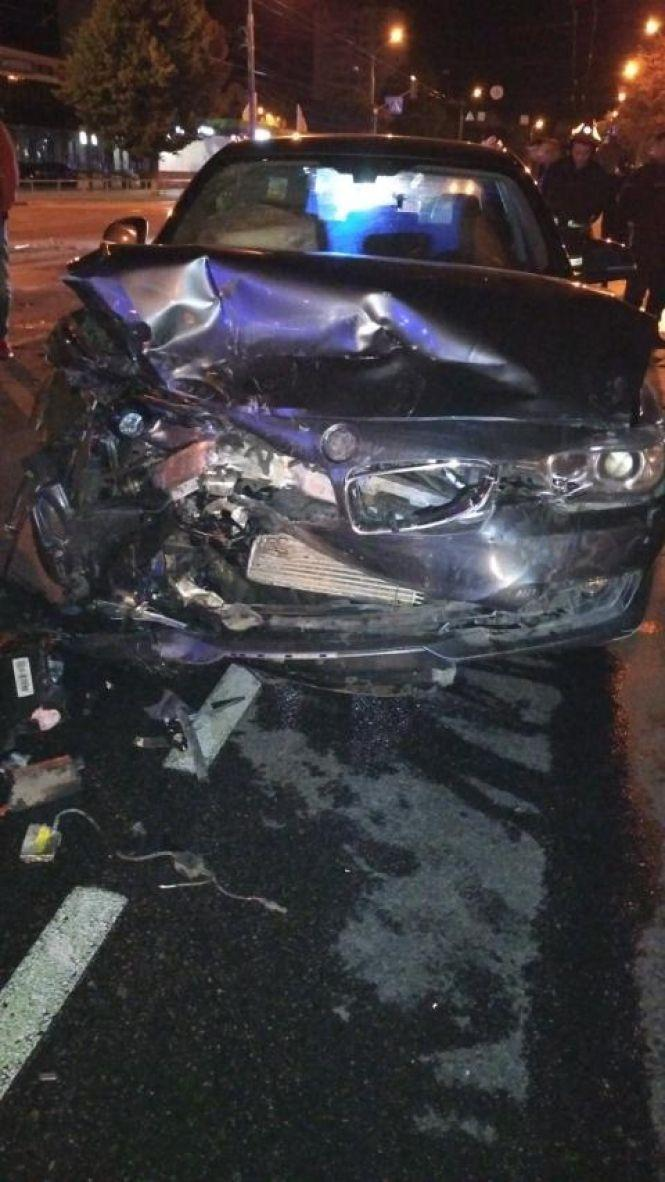В аварии пострадали трое человек.