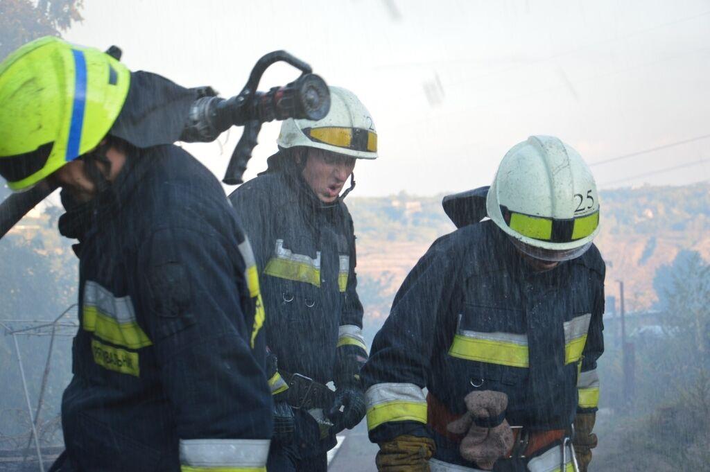 На место прибыли три бригады спасателей.