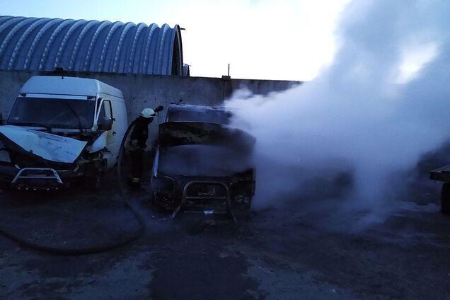 На автобазі вщент згоріли два мікроавтобуси
