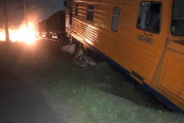 В Одесі поїзд зійшов з рейок і загорівся