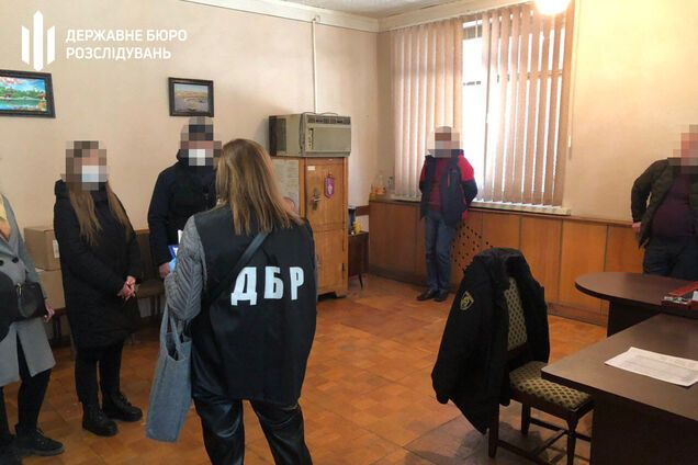 Вивезли в ліс і дали в руки бензопилу: на Харківщині поліцейські навмисно оббрехали чоловіка