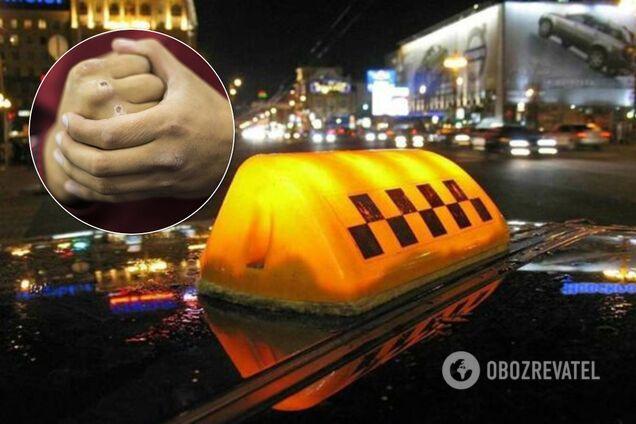 Таксист побив пасажира