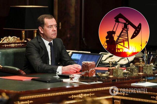 Медведєв назвав обвал вартості нафти картельною змовою