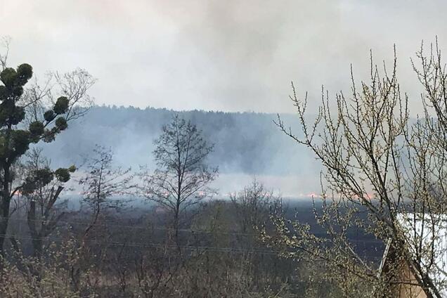 Згоріло п'ять будівель: на Київщині спалахнула нова серйозна пожежа