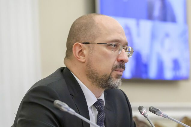 """Шмигаль пообіцяв """"нові гроші"""" українцям: у Кабміні розповіли, як врятують економіку"""
