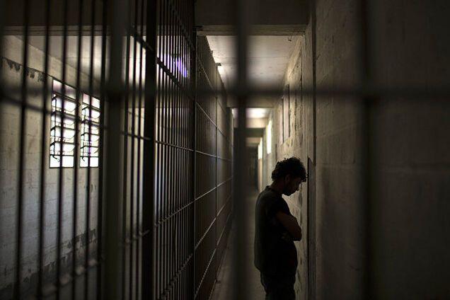Из французских тюрем освободили более 6 тыс заключенных