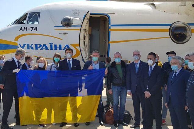 Італійські високопосадовці зустріли медиків з України зі словами подяки
