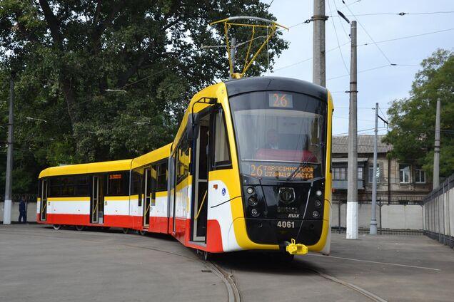 В одесских трамваях и троллейбусах разрешили занимать все сидячие места