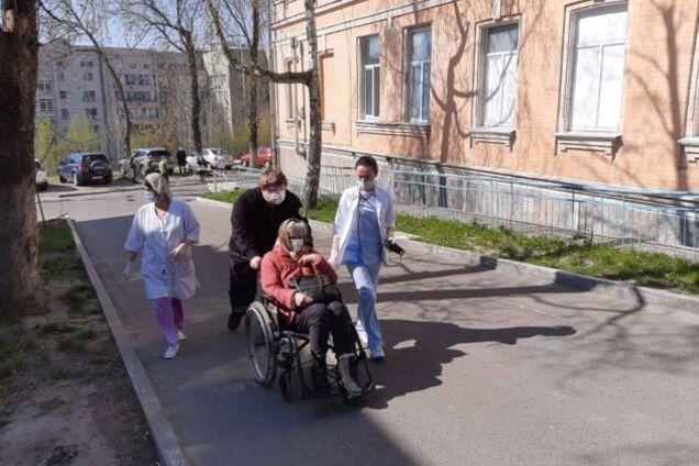 """У Києві пацієнтів повернули в лікарню після """"мінування"""""""