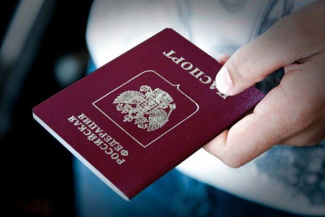 Путін продовжує роздавати паспорти на Донбасі: дипломат розкрив підступний задум