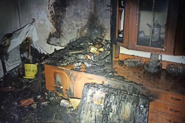 Під час гасіння пожежі рятувальники знайшли мертву жінку