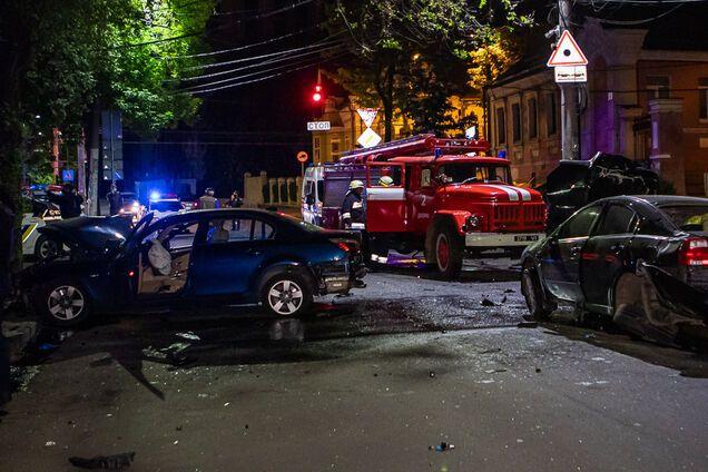 На Старокозацькій зіткнулися дві іномарки: відео моменту аварії