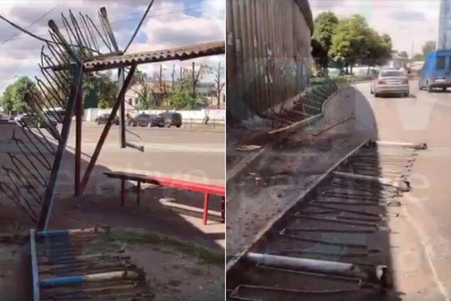 У Києві частина мосту обвалилась на зупинку
