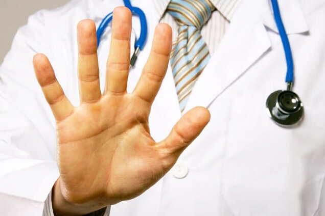 Лікар відмовляє в прийомі