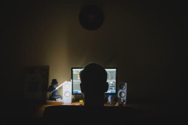 Постраждали понад 1,5 млн осіб: поліція знайшла хакерів, які викрали дані з відомих сайтів