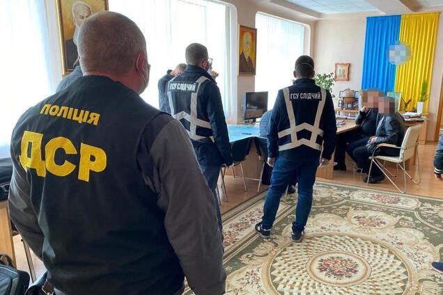 Ректора харківського вишу упіймали на хабарі в 300 тисяч грн