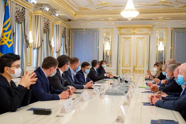 Зеленский на встрече с крымскими татарами