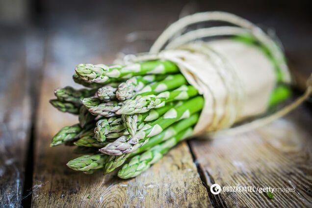Спаржа: названо корисні властивості та легкі рецепти її приготування