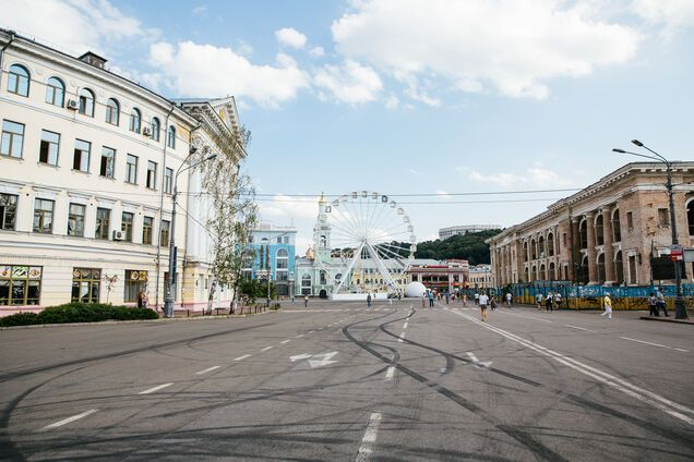 Суд скасував пішохідну зону на Контрактовій площі в Києві. Ілюстрація