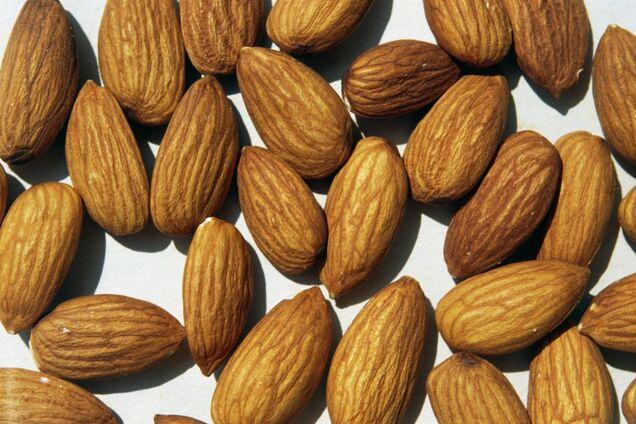 Определены самые полезные орехи