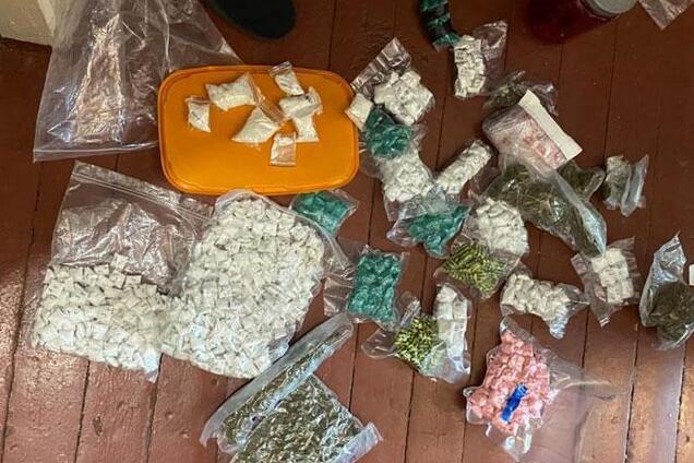 У наркоторговця знайшли більше 4 тисяч пакетів з психотропами