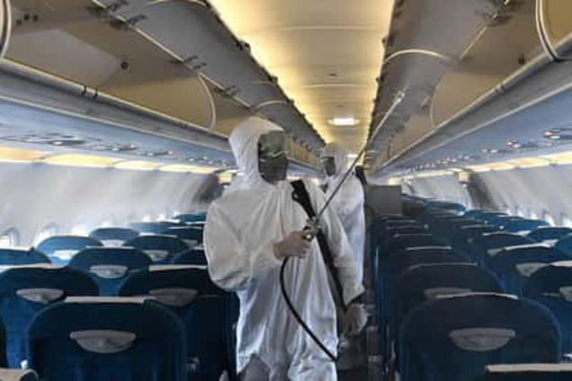 На самолете с украинскими заробитчанами обнаружили больного коронавирусом