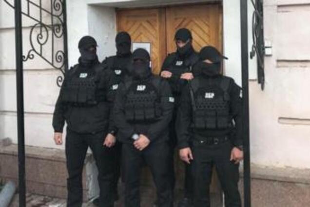 """""""ЄС"""" офіційно заявила про розбійний напад ДБР на Музей Гончара"""