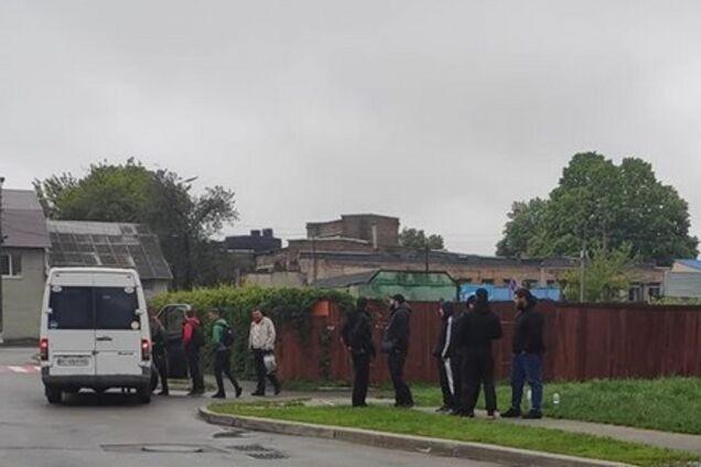 Тітушки залякували водіїв маршруток у Броварах