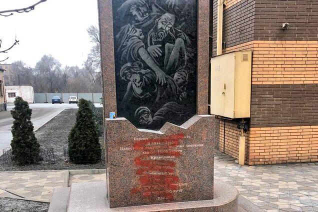 Суд виніс вирок чоловікові за осквернення пам'ятника жертвам Голокосту