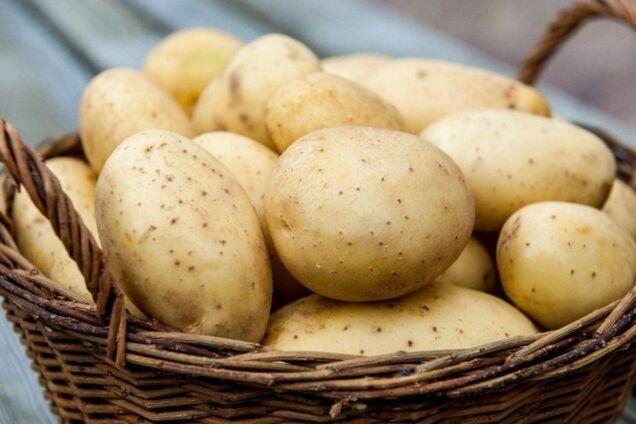 Молода картопля: 5 простих способів її почистити