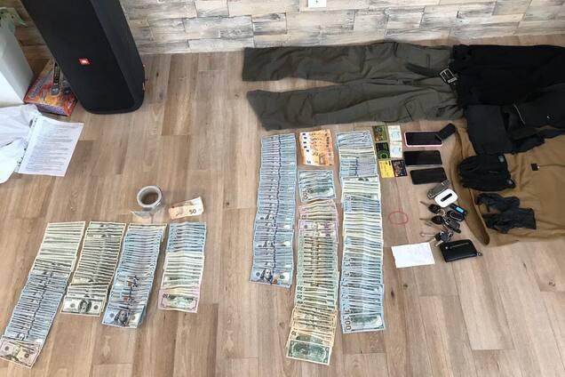 На Київщині затримані поліцейські та працівник СБУ