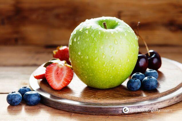 Ягоды, яблоки и чай против болезни Альцгеймера: результаты нового исследования