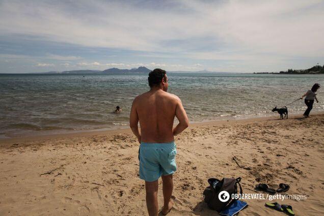 Чи можна підхопити COVID-19 в басейні та на пляжі