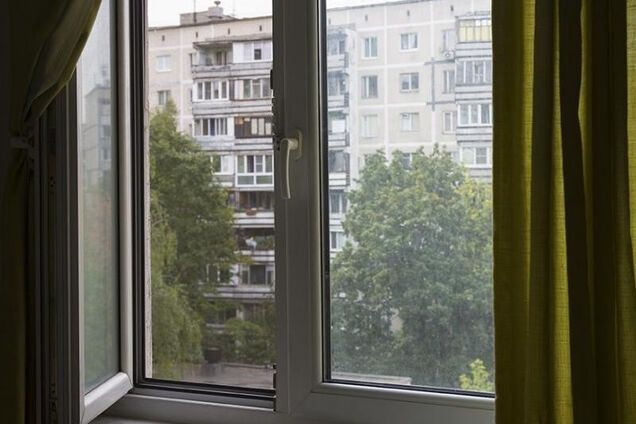 На Киевщине за сутки двое детей выпали из окон многоэтажек