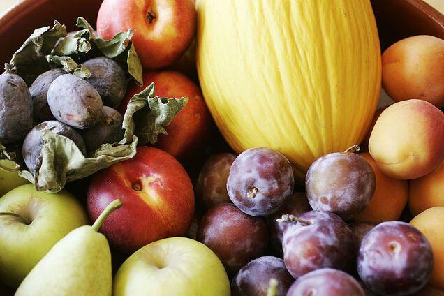 Яблука та абрикоси містять нерозчинну клітковину