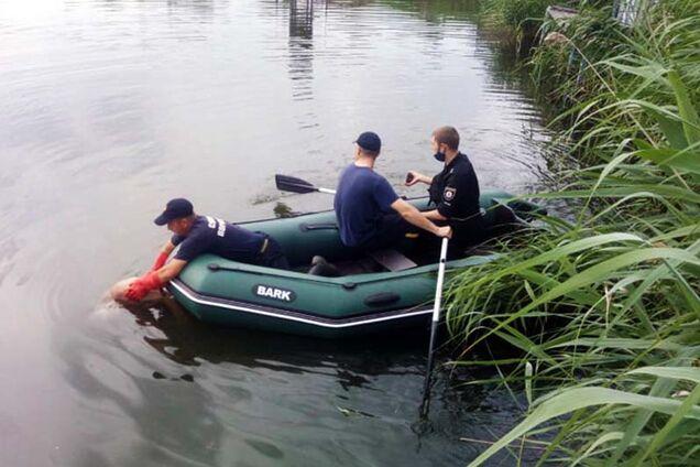 В Подгородном из реки достали тело мужчины