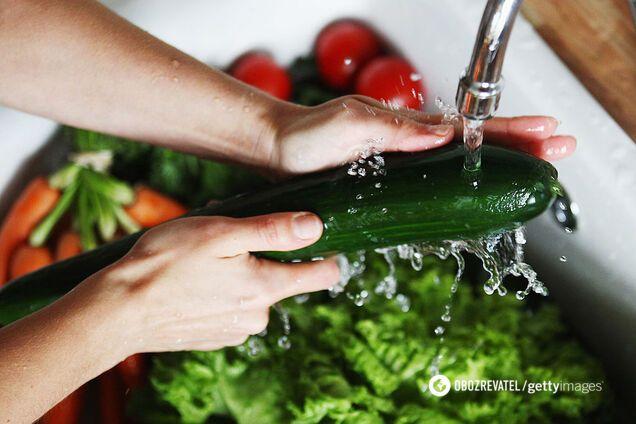Огірки та салат містять більше води, ніж інші продукти