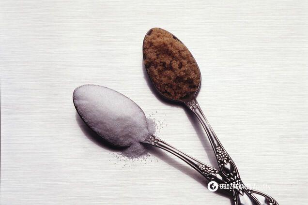 Коричневий цукор більш вологий, ніж білий цукор