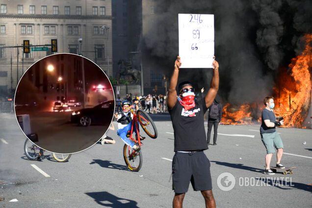 В США с новой силой разгорелись протесты: открыли огонь по полицейским. Видео