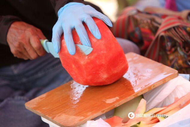 Для карпаччо потрібно використовувати ніж з гладким і дуже гострим лезом