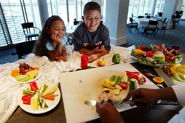 Розкажіть дітям про місцеві овочі та фрукти